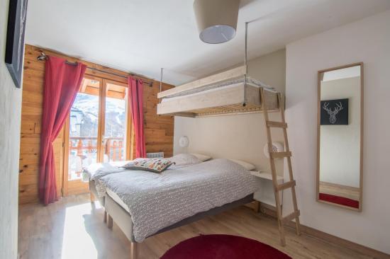 chambre 3: lits jumeaux plus un lit en hauteur